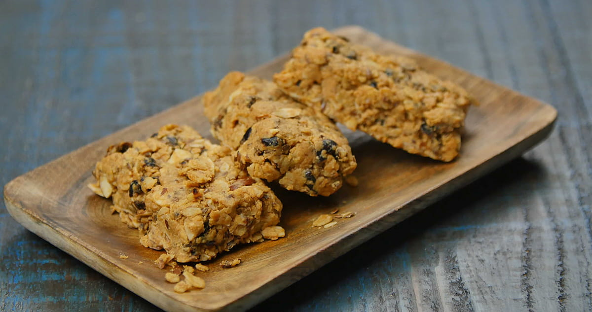 Berry nut granola bars